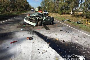 """На Киевщине """"Славута"""" столкнулась с маршруткой: авто превратилось в груду металлолома"""