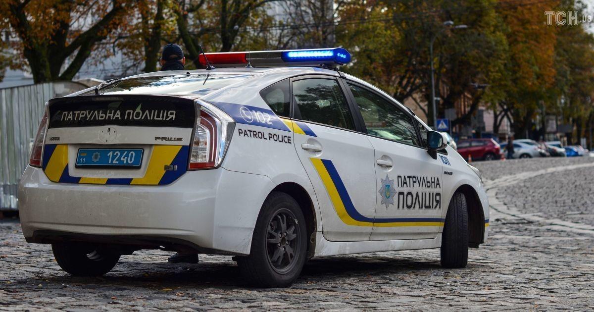 У Києві на переході автобус збив жінку: момент ДТП потрапив на відео