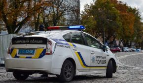 В Одессе водитель-нарушитель и его друзья избили патрульного полицейского