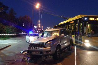 У Києві Lexus на швидкості протаранив маршрутку, є постраждалі