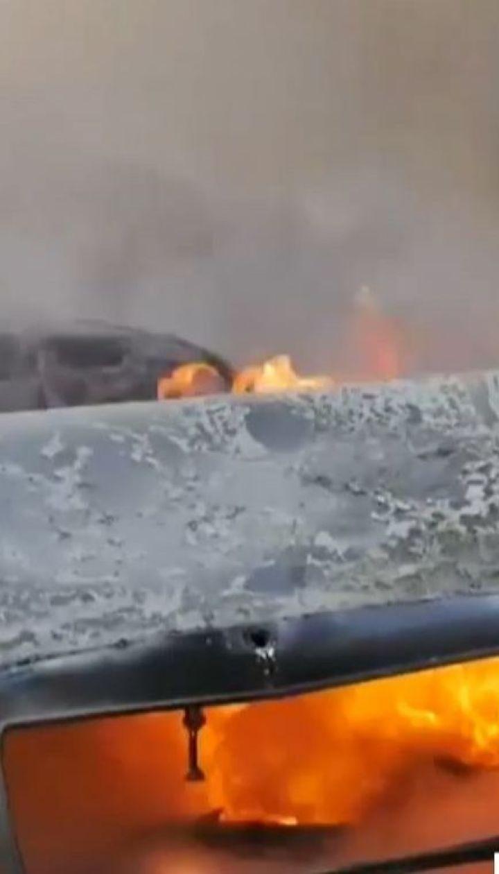 Mercedes загорівся на жвавому перехресті у центрі Хмельницького