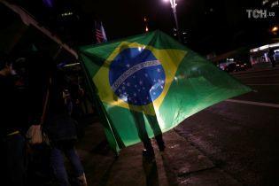 """На виборах президента у Бразилії лідирує ультраправий """"бразильський Трамп"""""""