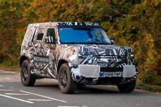 Новая версия Land Rover засветилась на шпионских снимках