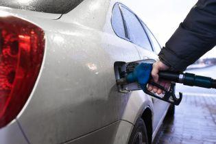 На АЗС міняють цінники. Скільки коштує заправити авто 8 жовтня