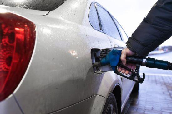 Скільки коштує заправити авто на АЗС уранці 30 листопада