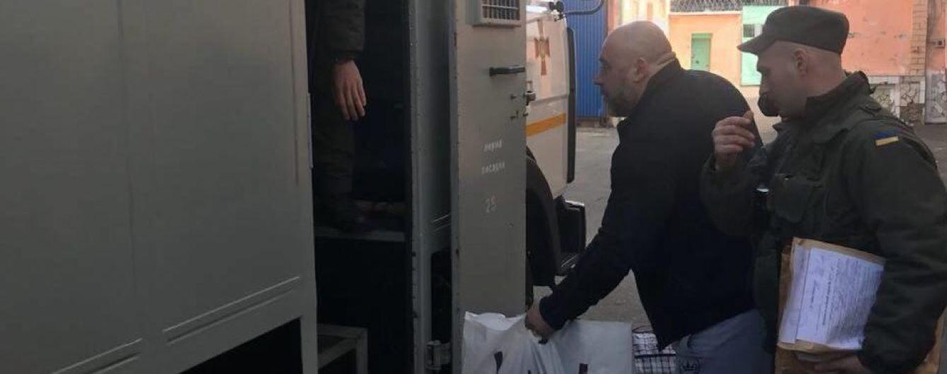 """Ватажка """"тітушок"""" Крисіна етапують до виправної колонії у Донецькій області"""
