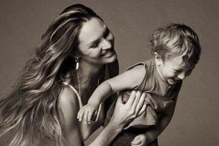 """Йому вже два роки: """"ангел"""" Кендіс Свейнпоул привітала сина з днем народження"""
