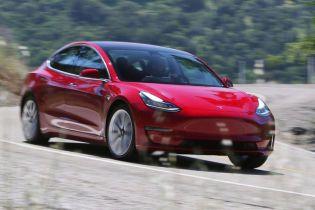 Оновлення для електрокарів Tesla зробить їх більш уважними