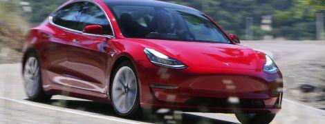 Не все так ідеально: у Tesla Model 3 відпадає бампер під час дощу