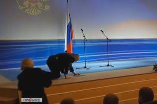 Жириновский грохнулся на торжественной церемонии инаугурации губернатора в РФ