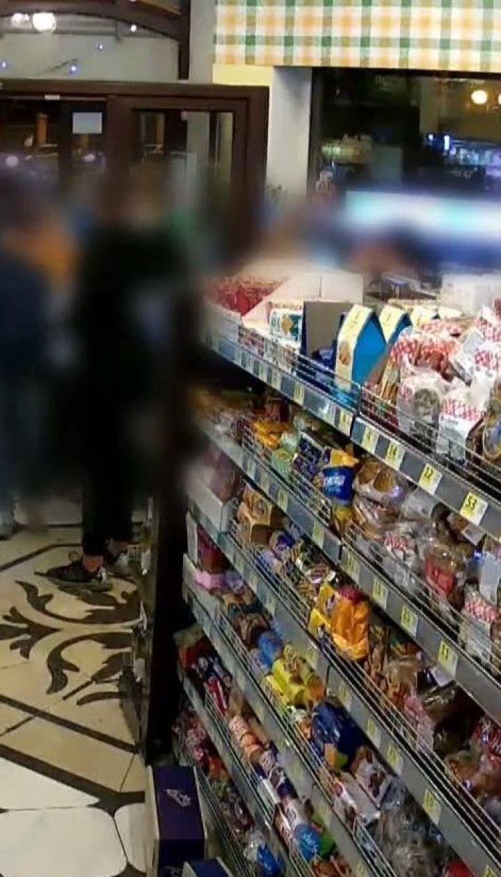 В Киеве подростки устроили погром в супермаркете