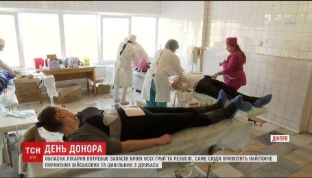 Медики лікарні імені Мечникова закликають здати кров для поранених бійців