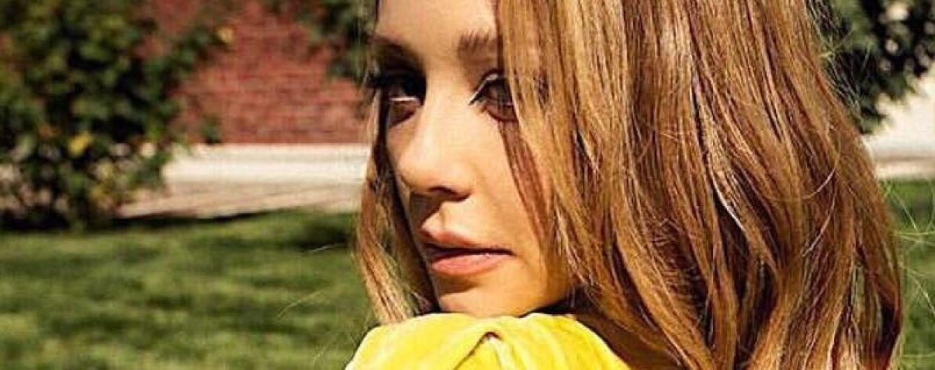 З оголеною спиною і колготах в сітку: Тіна Кароль з'явилася в ще одному відвертому образі