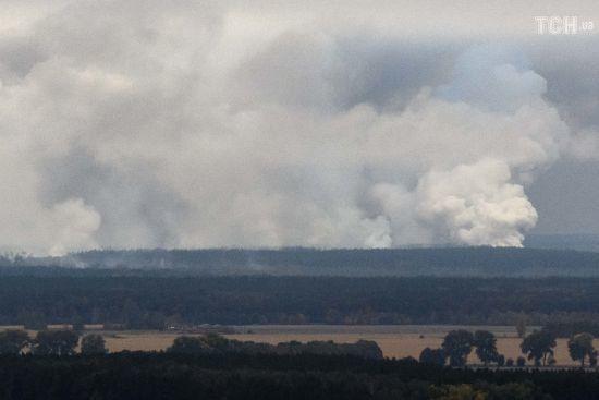 Потужну пожежу на військовому складі біля Ічні спровокували вибухи в чотирьох різних місцях - Генштаб