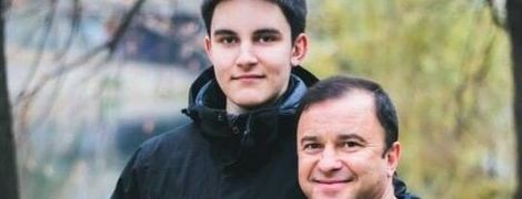 Виктор Павлик поделился щемящим видео с фотографиями умершего сына