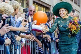 В кружевном изумрудном платье: эффектная королева Максима на торжественном мероприятии