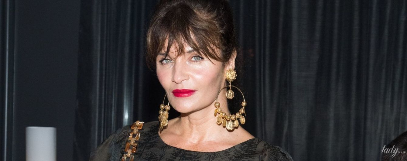 В мини и с красивыми украшениями: 49-летняя супермодель Хелена Кристенсен сходила на вечеринку