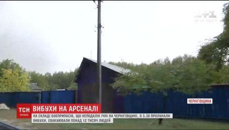 В домах вблизи Ични взрывными волнами выбило стекла и снесло крыши