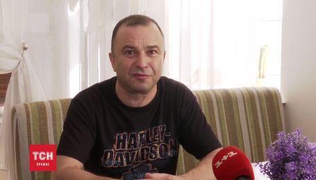 Виктор Павлик продает коллекцию гитар для спасения сына