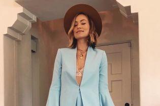У мереживному ліфчику і блакитному костюмі: стильний вихід Олівії Вайлд
