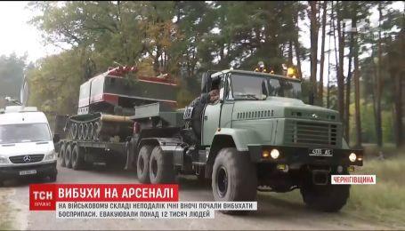 Військові гасять вогонь на складах біля Ічні спеціальними протипожежними танками