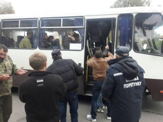 Пішки 20 км або таксі за 200 грн: жителі Ічні повертаються додому, попри канонаду