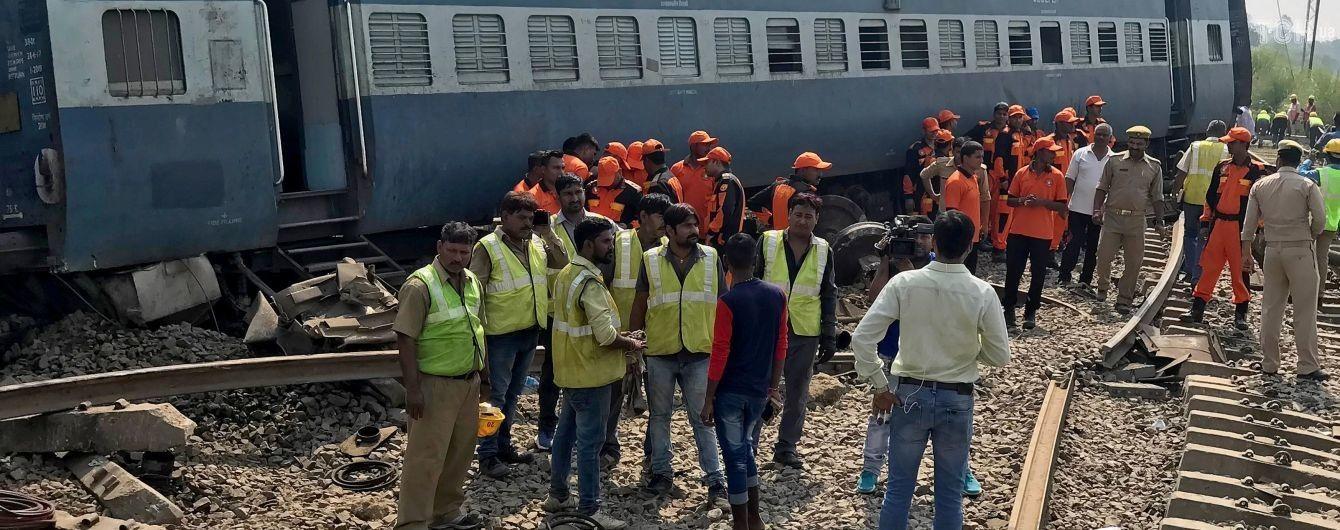 В Індії зійшов з рейок пасажирський потяг, є загиблі