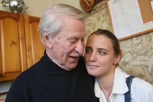 87-летний Иван Краско официально подал на развод с 27-летней женой