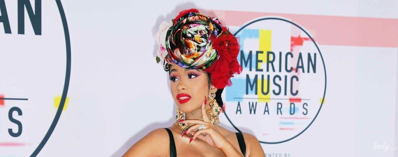 З відвертим декольте і розрізом: американська співачка у квітковій сукні красувалася на заході