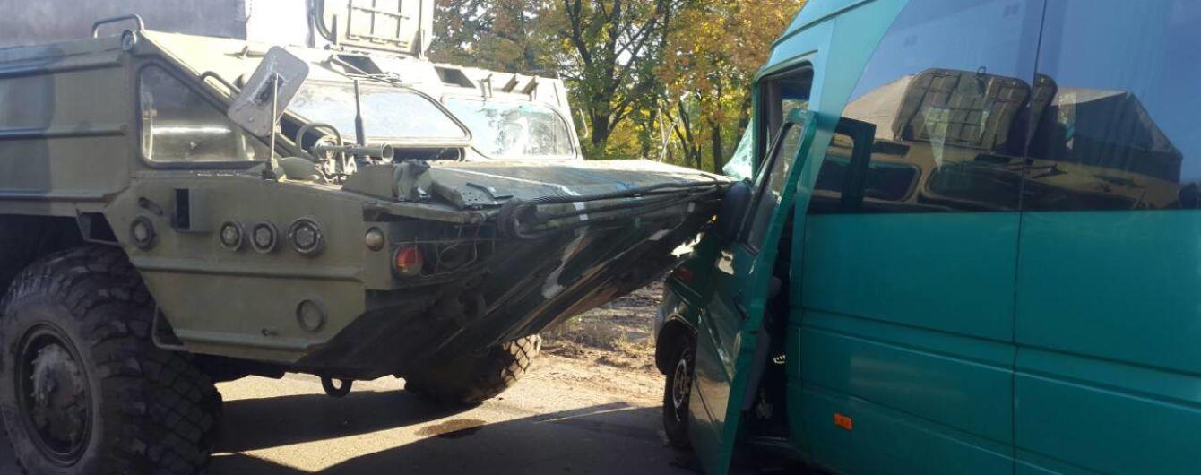 Под Днепром военная техника протаранила маршрутку, есть пострадавшие