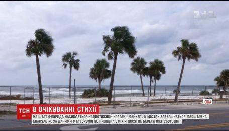 """На юго-восточное побережье США надвигается мощнейший ураган """"Майкл"""""""