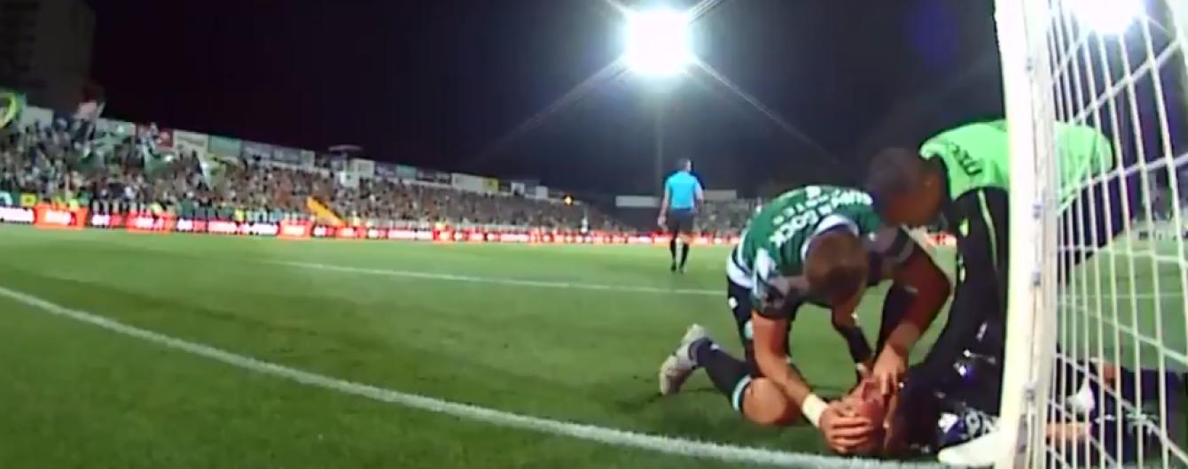 В Португалии футболист спас жизнь вратарю, который потерял сознание во время матча