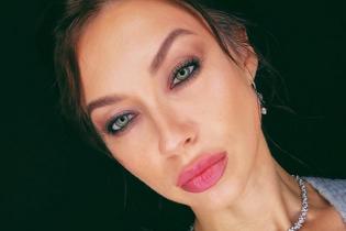 Показала фигуру и пышное декольте: Полина Логунова опубликовала фото в купальнике
