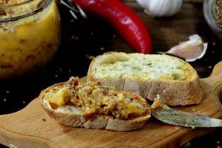 Пикантный смалец к хлебу