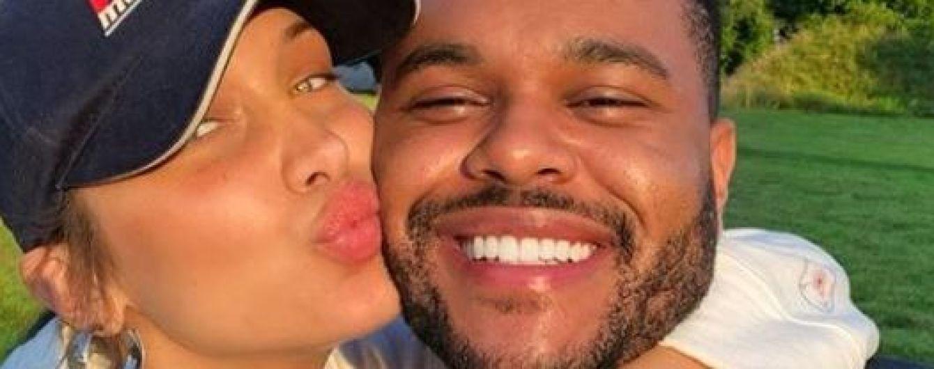 Поцелуи и объятия: The Weeknd показал ранее неопубликованные фото с Беллой Хадид