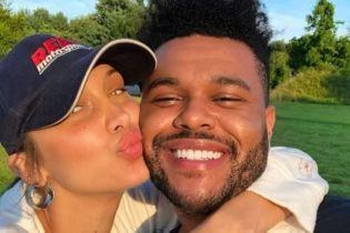 Поцілунки та обійми: The Weeknd показав раніше неопубліковані фото з Беллою Хадід