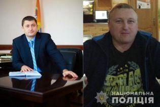 На Прикарпатье на взятке разоблачили местного депутата. Он сбежал от полиции и объявлен в розыск