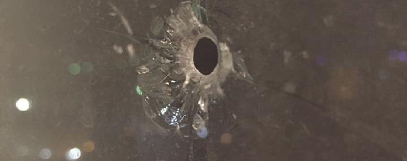 Неизвестные обстреляли окна квартиры пресс-секретаря Омеляна
