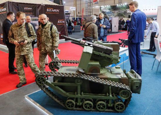 Презентація новітніх розробок та враження іноземців: як у Києві відбувається виставка зброї