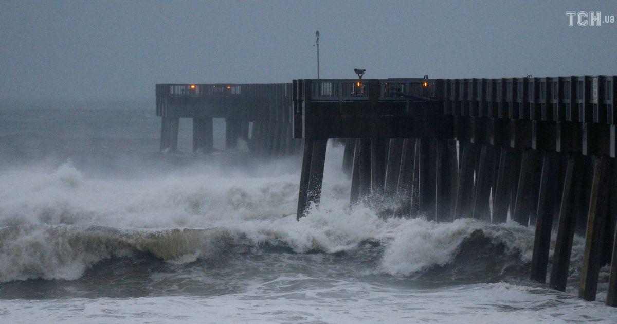 """Во Флориде готовятся к удару """"урагана столетия"""""""