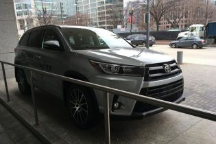 У центрі Києва викрали автомобіль посла Киргизстану