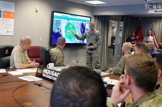 """Атака стихії: у США сильний ураган """"Майкл"""" забрав перше життя"""