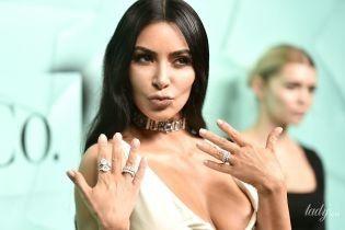 Умеет быть в центре внимания: Ким Кардашьян в откровенном платье сверкнула сосками на вечеринке