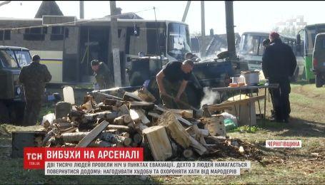 Небайдужі повними автобусами везуть гуманітарну допомогу в Парафіївку