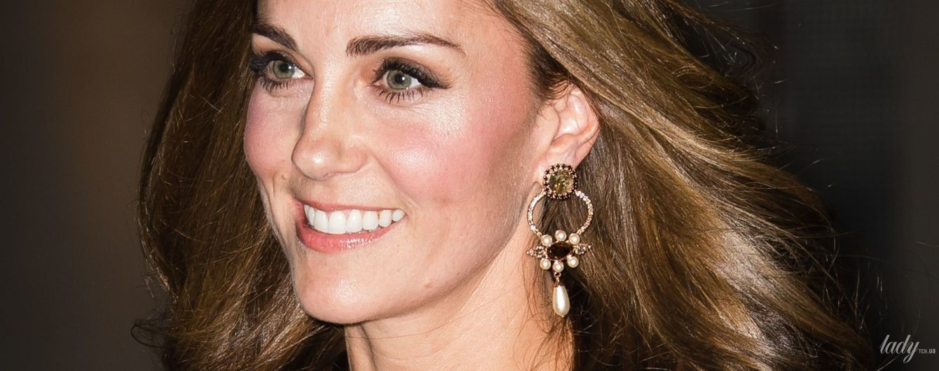 Открыла плечи и подчеркнула талию: герцогиня Кембриджская в новом эффектном образе сходила в музей