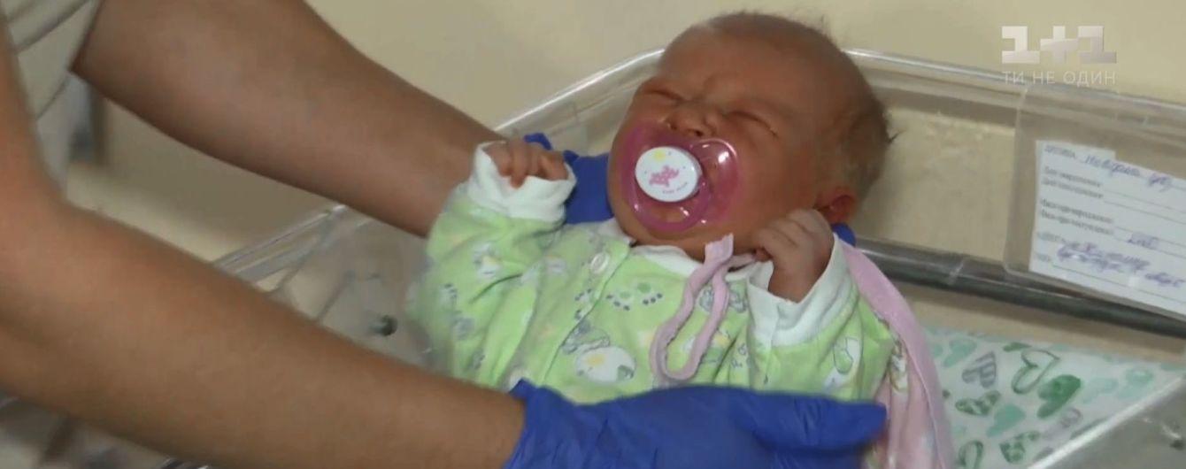 В Житомире под лифт многоэтажки подбросили только что родившегося младенца