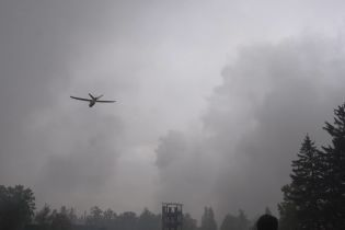 На военном арсенале около Ични третий день подряд горят и взрываются боеприпасы