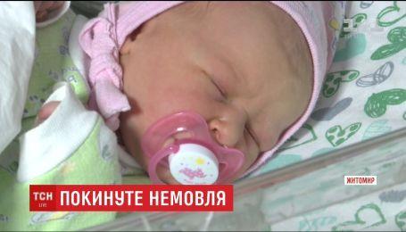 Житомирська поліція розшукує матір, яка залишила немовля у холодному під'їзді