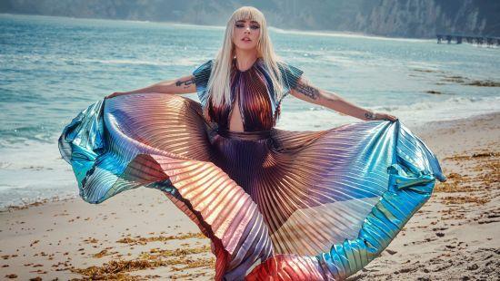 Худа Леді Гага топлес знялася у модному глянці