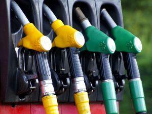 Эксперт объяснил, почему цены на бензин продолжат бить антирекорды